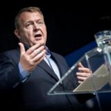 Løkke afviser kritikken fra flere økonomer, der mener, det er en »uskik«, når partier akkumulerer investeringer for mange år for at få et større tal. Men det er »helt almindeligt« at regne på den måde, siger statsministeren. Her ses Løkke til Dansk Erhvervs årsmøde, hvor han onsdag præsenterede Venstres såkaldte »velfærdsløfte«.