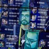 Overvågningskameraer kombineret med teknologi, der kan genkende ansigter ud fra deres former og træk, kan bruges til andet end gode formål og er fejlbehæftet. Her ses en livedemonstration foretaget i januar i år på verdens største forbrugerelektronikmesse, Consumer Electronics Show, i Las Vegas. Arkivfoto: David McNew, AFP/Ritzau Scanpix