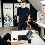 Pensionsselskabet Matter laver bæredygtige pensionsopsparinger. Fra venstre: Johan Emil Rasmussen, investeringsdirektør. Niels Fibæk-Jensen, adm. direktør og Emil Stigsgaard Fuglsang, driftsdirektør.