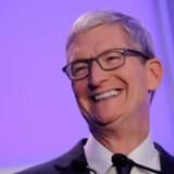 Apple har en enorm kassebeholdning på omkring 225 mia. dollar, som de bruger på at opkøbe alskens små virksomheder. Formålet er at udvide sin profil og virksomhed strategisk inden for forskellige forretninger.