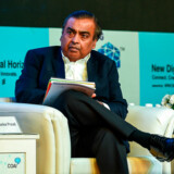 Indiens og Asiens rigeste mand, Mukesh Ambani, har store digitale ambitioner i Indien, der er et af verdens største mobilmarkeder. Købet af legetøjskæden Hamleys passer formentlig ind i planerne om at udfordre Amazon og Walmart på det indiske marked med en større nethandelsplatform. Her er han til India Mobile Congress i New Delhi oktober 2018.