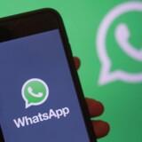 Ved blot at ringe op kunne hackere fjerninstallere overvågningssoftware på både iPhone- og Android-telefoner gennem den Facebook-ejede WhatsApp-beskedtjeneste. Arkivfoto: Hayoung Jeon, EPA/Ritzau Scanpix