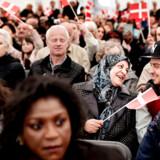 Flere indvandrere er blevet nervøse, efter Danmarks Statistik har sendt et brev ud, hvor de spørger til deres opholdsgrundlag. Også nye statsborgere, som disse på billedet fra Statsborgerskabsdagen 2015, kan have modtaget et brev. Men det skal understreges, at disse nye glade danske statsborgere ikke er dem, der har kontaktet Danmarks Statistik efterfølgende.