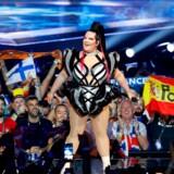 Israels Netta Barzilai, vinderen af sidste års Eurovision, åbnede dette års konkurrence i Tel Aviv. Trods ihærdige bestræbelser fra værtsnationen er det ikke lykkedes Israel at rense eventet for protester og politik.