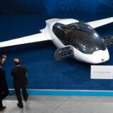 Fremtidens flyvende taxa vil kunne flyve fra John F. Kennedy International Airport i New York til det centrale Manhattan på seks minutter. Foto: Christof Stache/Ritzau Scanpix