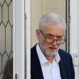 Arbejderpartiet Labours leder, Jeremy Corbyn, har meddelt, at hans parti trækker sig fra forhandlingerne om et kompromis i den langvarige krise omkring en brexitaftale. Toby Melville/Reuters