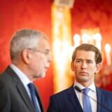 Søndag formiddag efter lørdagens dramatiske begivenheder mødtes Østrigs præsident, Alexander von der Bellen, med den konservative kansler, Sebastian Kurz. Bagefter kom meldingen: Østrigerne skal til nyvalg til september.