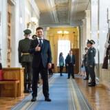 Den nyvalgte ukrainske præsident Volodymyr Selenskij forud for edsaflæggelsen mandag. Han bød samtidig løfter om amerikanske sanktioner mod en russisk rørledning velkommen.