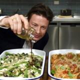 Jamie Oliver skylder personligt millioner af pund til de banker, der finansierede hans italienske restaurantimperium. Nu vil de inddrive gælden.