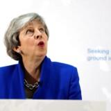 Premierminister Mays dage er talte, men for virksomhederne er den politiske usikkerhed uden ende. Det påvirker investeringslysten og vækstpotentialet i britisk økonomi.