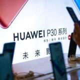 Huawei er verdens næststørste smartphoneproducent, og 20 procent af alle solgte mobiltelefoner herhjemme var i januar-marts fra Huawei. Det kommende, amerikanske forbud giver imidlertid store dønninger verden over. Arkivfoto: Fred Dufour, AFP/Ritzau Scanpix
