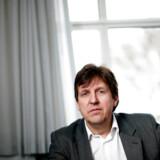 Velfærdsstaten, som vi kender den, kan forandre sig dramatisk inden for få år, mener professor i statskundskab på Aalborg Universitet Jørgen Goul Andersen. Investeringerne i den offentlige sektor er gået i stå, og danskernes utilfredshed vokser så meget, at der et marked for privat velfærd. Fortsætter udviklingen, vil de 30-40 pct. mest velstillede efterspørge privat velfærd, og det vil føre til en revolution af den universelle velfærdsstat, mener professoren.