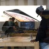 En del af Apples salg i Norden er blevet bogført i andre lande, og derfor har iPhone-producenten betalt for lidt i selskabsskat. Arkivfoto: Justin Lane, EPA/Ritzau Scanpix