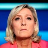Marine Le Pen, den franske partileder for højrefløjspartiet Rassemblement National, har tabt sin ankesag ved EU-domstolen. Nu skal hun betale 2,2 mio. kroner tilbage til Europa-Parlamentet.