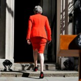 Exit: Theresa May på vej tilbage til sin embedsbolig Downing Street 10 efter at have meddelt sin afgang.