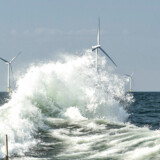 Pensionsselskaberne investerer på livet løs i havvind, her Ørsted havvindmøllepark Horns Rev 2 i Nordsøen, men elnettet i Danmark er indtil videre lukket land for pensionspenge.