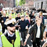 Politiets udgifter til at beskytte Stram Kurs-leder Rasmus Paludan er eksploderet i løbet af foråret, viser aktindsigt fra Rigspolitiet. På fotoet går Rasmus Paludan ad Nørrebrogade og gennem Blågårds Plads på Nørrebro under stærk politibeskyttelse onsdag 15. maj 2019.