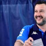Den italienske indenrigsminister, Matteo Salvini, der leder det højrenationale parti Lega, stemmer i højt humør. Legas eftertrykkelige valgsejr er dog næsten blevet for meget af det gode.