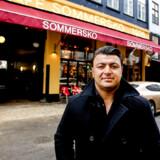 En enig domsmandsret har besluttet at idømme den tidligere københavnske cafékonge Bahram Sari Beliverdi tre år og ni måneders fængsel for bedrageri.