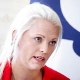 Viceborgmester Emilie Pilthammar (Moderaterna) i Sölvesborg, hjemkommune for sverigedemokraternes partileder Jimmie Åkesson, har måttet trække sig efter at have lagt et billede op på Facebook, hvor hun simulerede en sexscene sammen med to partifæller.