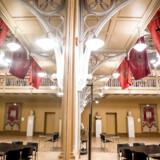 Kik ind i Arbejdermuseets imponerende festsal, der også bruges til det modsatte; nemlig et sidste farvel. Museet ligger i Arbejdernes Forenings- og Forsamlingsbygning, som er fra 1879 og dermed den ældste arbejderforsamlingsbygning i Europa.