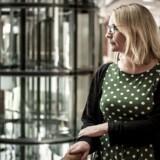 Virksomhedsledere skal bruge en række nye værktøjer, hvis de vil have flere kvinder i ledende positioner. Det mener Sara Louise Muhr, der er professor på Institut for Organisation på Copenhagen Business School.