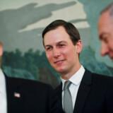 Jared Kushner står i baggrunden under et møde mellem svigerfar Trump og Israels premierminister, Benjamin Netanyah, tidligere i år.