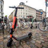 Mens Københavns Kommune lægger op til at begrænse antallet af elløbehjul i København, har DSB indgået et partnerskab med svenske Voi på forsøgsbasis foreløbig frem til midt i juli.