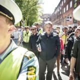 »Et nedslagspunkt under denne valgkamp er, at de menige politibetjente har været inddraget i valgkampen på et uhørt niveau, bl.a. som beskyttere for Rasmus Paludan,« skriver Leif Donbæk.