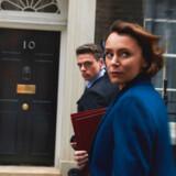 """Indenrigsministeren spillet af Keeley Hawes og hendes livvagt spillet af Richard Madden i serien """"Bodyguard"""" med masser af kønsroller vendt på hovedet. Foto: BBC."""