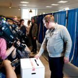 Partileder for Stram Kurs, Rasmus Paludan, stemmer ved folketingsvalget 2019 på Vesterbro Bibliotek i København.