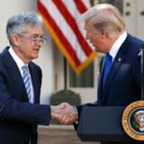 Disse to mænd – den amerikanske centralbankchef Jerome Powell og præsident Donald Trump – er mere vigtige for danske aktier, end hvem der styrer i Folketinget.