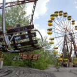 Forlystelsesparken i byen Pripjat, der blev forladt efter ulykken på værket i Tjernobyl, har ligget øde siden byen blev evakueret. (Arkivfoto) Sergey Supinski/Ritzau Scanpix