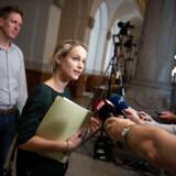 Enhedslistens forhandlere, Pernille Skipper og Rune Lund, ankommer til nye forhandlinger om dannelse af en ny regering på Christiansborg i København, søndag den 9. juni 2019. Forhandlinger fortsætter mellem Socialdemokratiet og de partier, der har peget på en socialdemokratisk ledet regering efter folketingsvalget.. (Foto: THOMAS SJØRUP/Ritzau Scanpix)