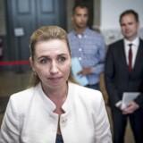 Mette Frederiksen, Mattias Tesfaye og Nicolai Wammen fra Socialdemokratiet før tirsdagens regeringsforhandlinger på Christiansborg.
