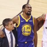Kevin Durant måtte udgå i femte finalekamp om NBA-mesterskabet natten til tirsdag. Claus Andersen/Ritzau Scanpix