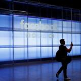 Facebook er særlig slem for modne menneskers selvværd - for de unge bruger mere Instagram og har så flyttet problemet derover. Foto: REUTERS/Stephen Lam/