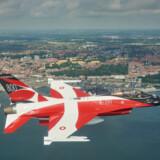 I godt 600 meters højde vil et dannebrogsmalet F-16 kampfly svæve over store dele af Danmark lørdag. Det er i anledning af Dannebrogs 800-års fødselsdag. Flyvevåbnets Fototjeneste/Free