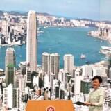 Hongkongs leder, Carrie Lam, ankommer her til den pressekonference, hvor hun meddeler, at loven om udlevering af mistænkte til Kina er udskudt.