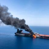 Torsdag blev to olietankere angrebet ud for Oman tæt ved indsejlingen til det stærkt trafikerede og strategisk vigtige Hormuz-stræde. Et norskejet skib brød i brand, efter at det blev ramt af mindst tre eksplosioner.