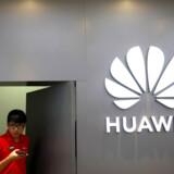 Huawei er verdens næststørste smartphoneproducent og havde satset på at slå Samsung af tronen inden nytår. Det har USAs præsident Donald Trumps handelsforbud ændret på.