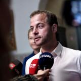 Morten Østergaard og Sofie Carsten Nielsen (R) valgte onsdag at udeblive fra forhandlingerne på Christiansborg.