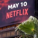 Det er ikke kun i USA, at streamningtjenester som Netflix markedsfører sig massivt, som her på Hollywood Bouldevard i Hollywood, Californien. Herhjemme presser streamningtjenesterne i stigende grad udbyderne af tv-pakker. Foto: MARIO TAMA / Getty Image / AFP / Scanpix