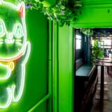 Går man »Little Green Door« efter i sømmene, så holder den ikke helt, men baren er ikke unde en vis asiatisk charme.
