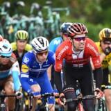 Profilen Tom Dumoulin går glip af Tour de France efter en nylig operation. Det bekræfter hans hold, Team Sunweb. Dumoulin var en af favoritterne til Touren.