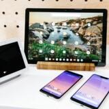 I oktober 2018 præsenterede Google bl.a. sin nye tablet, Pixel Slate (bagest i midten). Det bliver internetgigantens sidste konkurrent til Apples iPad. Arkivfoto: Alba Vigaray, EPA/Ritzau Scanpix