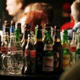Unge drikker generelt mindre end for 20 år siden, men i en senere alder, visesr rapport. (Arkivfoto). free/Free