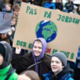»Problemet er, at selvom vi ved, at både temperaturen og havet stiger som følge af vores fortsatte udledning af drivhusgasser, er det umuligt at bestemme den præcise sandsynlighed for en forventet hav- eller temperaturstigning til et bestemt tidspunkt i fremtiden,« skriver Esther Michelsen Kjeldahl.