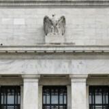 De fleste analytikere tror, at den amerikanske forbundsbank, Fed, vil sætte renten ned med tre gange 0,25 pct. inden for seks til 12 måneder. Beslutningen ligger her i The Federal Reserve-bygningen i Washington DC.