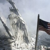 Arkiv: Et amerikansk flag vejer nær Ground Zero, hvor World Trade Center tidligere stod.